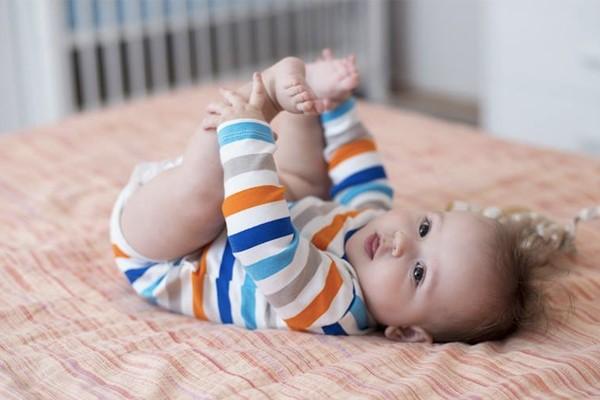 Các cột mốc quan trọng trong năm đầu tiên của con mà cha mẹ nên biết